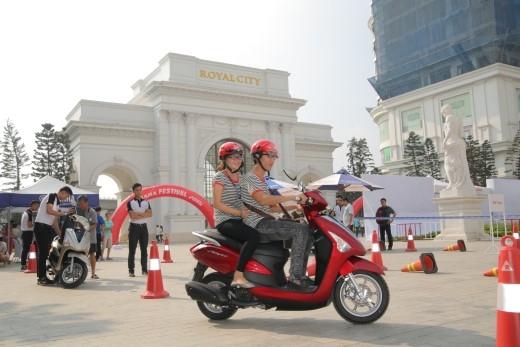 Khách tham quan ở Hà Nội đã được thử Acruzo. Hẹn Sài Gòn cuối tuần này nhé!