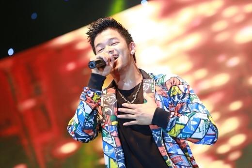Trọng Hiếu – quán quân Việt Nam Idol và đại sứ Acruzo sẽ giao lưu cùng fan, và biểu diễn trong đêm ca nhạc tối 8/11.