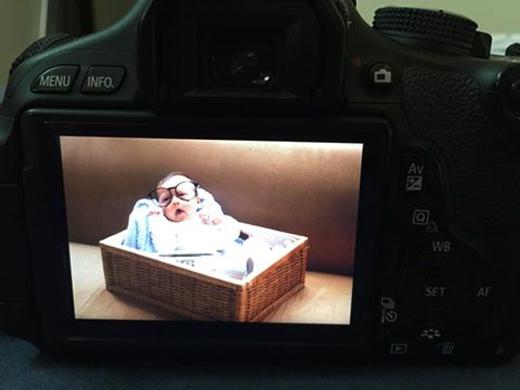 """Hình ảnh cận cảnh đầu tiên của con trai được Huyền Lizzie đăng tải. Nữ diễn viên gọi vui con trai mình là """"thanh niên nghiêm túc"""". - Tin sao Viet - Tin tuc sao Viet - Scandal sao Viet - Tin tuc cua Sao - Tin cua Sao"""