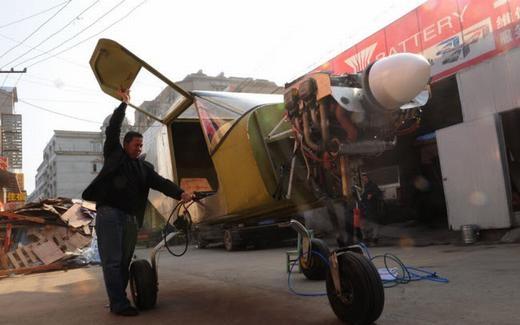Tại tỉnh An Huy, không ai là không biết đến Ma Yinhai -một người đam mê máy bay. Ông cũng đã cho ra đời một trực thăng đủ chỗ cho 4 người sử dụng, trong đó có 1 phi công. (Ảnh: Internet)