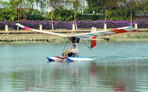 Chiếc thủy phi cơ này là củaXiong Tianhua và Chen Baolong ở thành phố Quảng Châu, tỉnh Quảng Đông. Trước đó, cặp đôi đam mê máy bay này cũng đã sáng tạo ranhiều trực thăng khác nhau. (Ảnh: Internet)