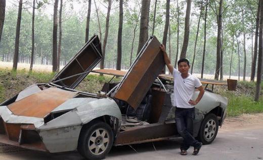 """Là một nông dân nhưng Wang Jian (28 tuổi)lại có niềm đam mê đặc biệt với ô tô. Chiếc """"siêu xe"""" này được anh tự mày mò chế tạo trong hơn 1 năm. (Ảnh: Internet)"""