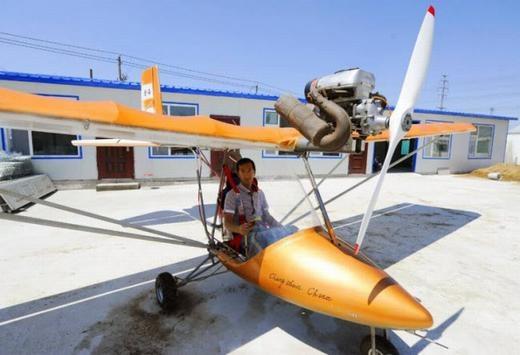 Vì thương nhớ người cha đã mất, Yang Shijun ở tỉnh Cát Lâm đã tự tay chế tạo nên chiếc phi cơ có độdài 5m, sải cánh dài 9,5m, nặng 110kg.Tuy nhiên, máy bay chưa thể thử nghiệm vì đang đợi giấy phép. (Ảnh: Internet)