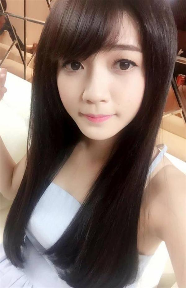 Thuý Vy có khuôn mặt xinh xắn, dễ thương. Cô nàng còn được mọi người ưu ái gọi là cô bé trà sữa.(Ảnh: Internet)