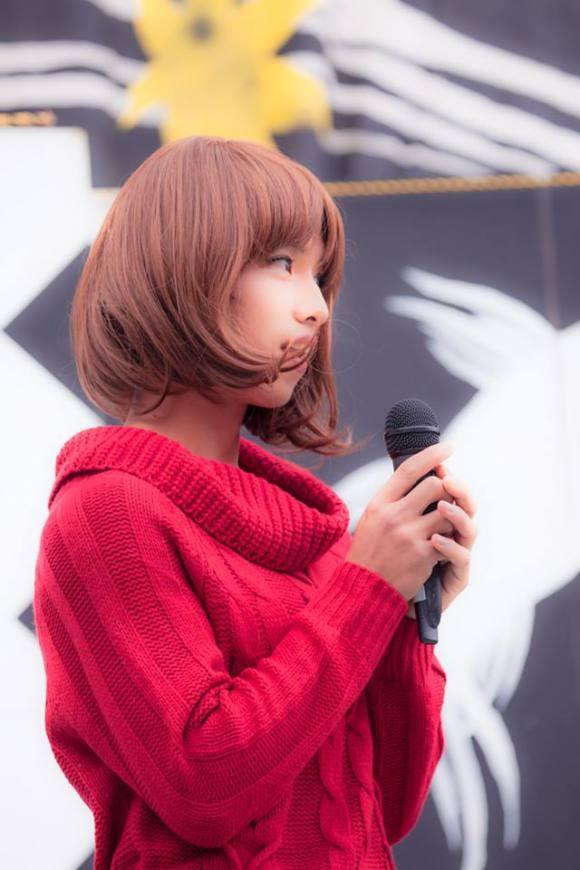 """Một """"thiếu nữ"""" e ấp vớimái tóc ngắn bay trong gió.(Ảnh: rocketnews24.com)"""