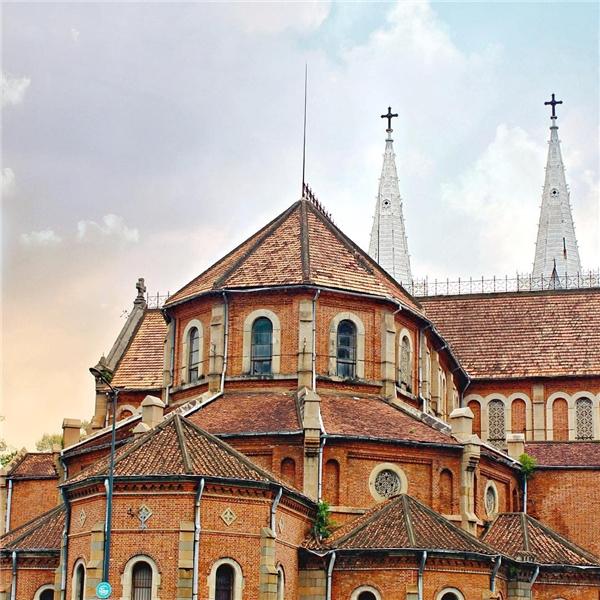 Nhà thờ Đức Bà ghi nhận sự du nhập, giao lưu và tiếp biến của văn hóa,kiến trúc Đông - Tây.(Ảnh: IG @dijeyjaro)
