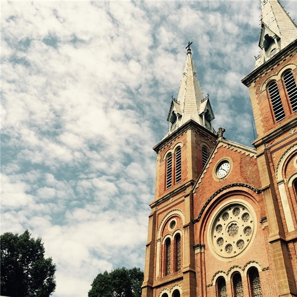 Vẻ đẹp 135 năm tuổi sao vẫn còn xuân sắc và mĩ miều thế nhà thờ Đức Bà ơi?(Ảnh: IG @lr86381)