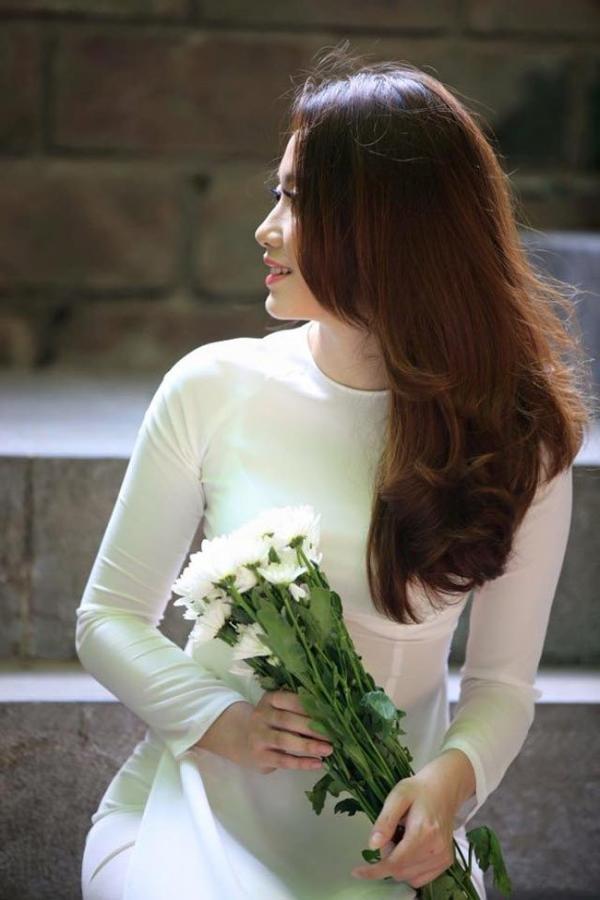 Mê mẩn vẻ đẹp đậm chất Việt của hoa khôi du học sinh Lào