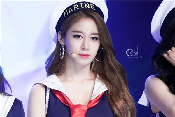 """Dù không còn yêu thích như xưa nhưng cư dân mạng vẫn không thể phủ nhận nhan sắc cũng như nét quyến rũ của """"tiểu Kim Tae Hee""""."""