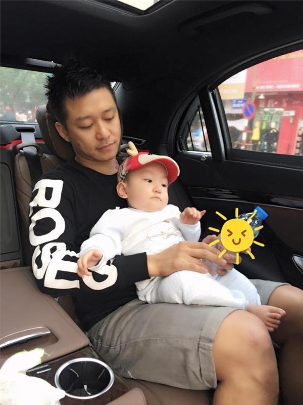Quý tử nhà Tuấn Hưng thích thú với quà tặng siêu xe của Mr.Đàm - Tin sao Viet - Tin tuc sao Viet - Scandal sao Viet - Tin tuc cua Sao - Tin cua Sao
