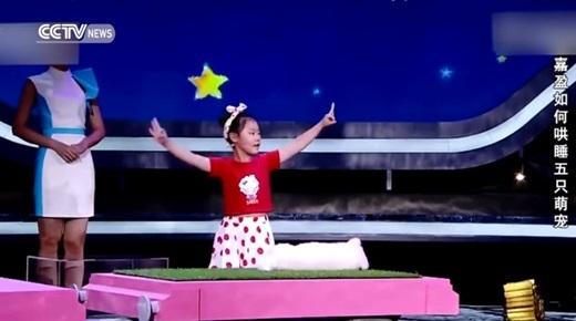"""Cô bé Han Jiaying - ngôi sao """"nhí"""" mới toanh của Trung Quốc nhờ tài thôi miên """"thần sầu"""".(Ảnh: Shanghaiist)"""