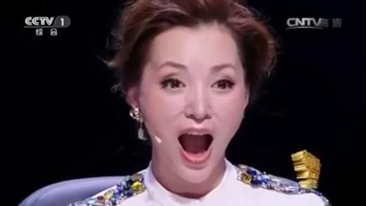 """Khán giả và giám khảo của cuộc thi tài năng đều """"há hốc"""" trước màn biểu diễn của cô bé.(Ảnh: Shanghaiist)"""