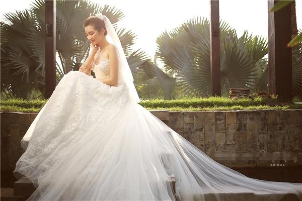 Những mẫu váy cưới đầy mê hoặc của mĩ nhân Việt
