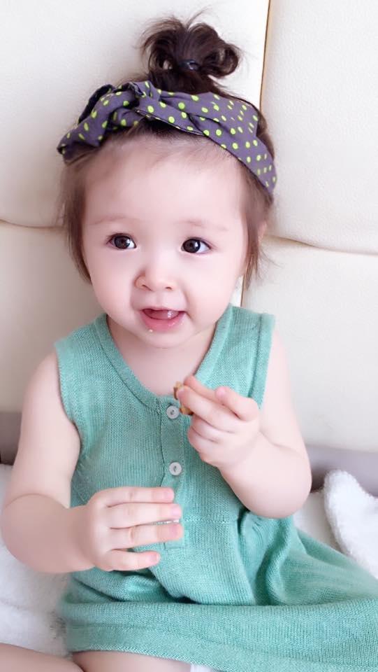 Thừa hưởng nhiều nét đẹp từ mẹ, Cadie Mộc Trà được ví như một thiên thần nhỏ thực sự. - Tin sao Viet - Tin tuc sao Viet - Scandal sao Viet - Tin tuc cua Sao - Tin cua Sao