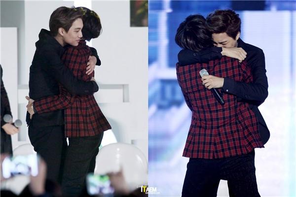 """Nói đến sự thân thiết giữa SHINee và EXO, phải kể đến tình bạn đáng ganh tị của Taemin - Kai. Cả hai nhanh chóng trở thành bạn thân trong thời gian thực tập và duy trì đến tận hôm nay dù hoạt động khác nhóm. Những khoảnh khắc thân mật của hai mĩ nam không ít lần khiến các fan cảm thấy thích thú, thậm chí """"phát cuồng""""."""