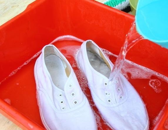 Hô biến giày trắng sạch như mới trong một nốt nhạc