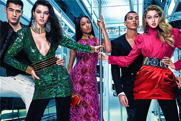 Trước khi tung ra bộ sưu tập chính thức, H&M đã nhá hàng một vài mẫu thiết kế thông qua các poster quảng cáo. Theo đó, bộ sưu tập này sẽ được lấy cảm hứng từ phong cách thời trang thập niên 80 đặc trưng bởi dáng váy midi họa tiết. Đây cũng là một trong những đặc trưng rõ nét ở các thiết kế trước đây của Balmain.
