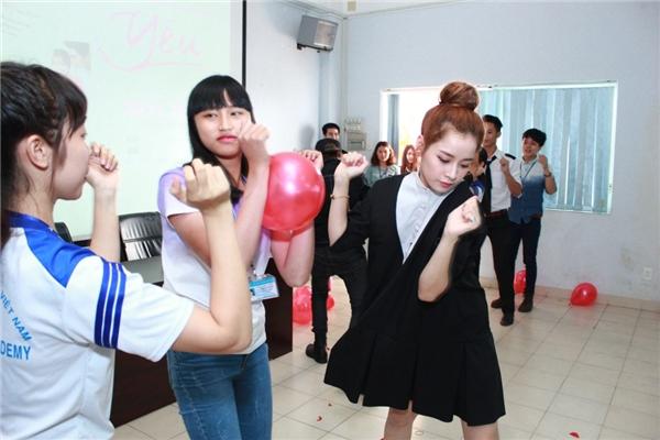 Chi Pu, Gil Lê hoang mang trước màn tra khảo của các bạn thí sinh - Tin sao Viet - Tin tuc sao Viet - Scandal sao Viet - Tin tuc cua Sao - Tin cua Sao