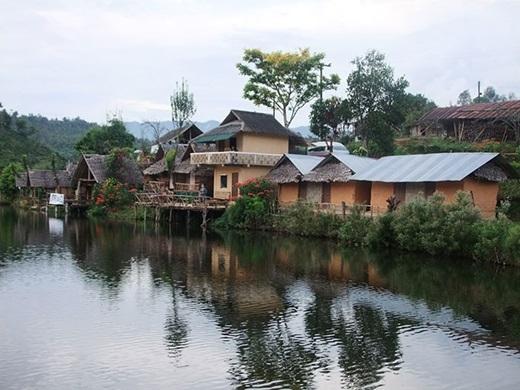 Cũng tọa lạc bên bờ sông, Nong Nuch có 10 nhà khách với sức chứa tối đa là 26 người. (Ảnh: True Life)