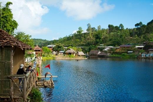 Có một ngôi làng nhỏ rất ít người biết, hiện đang thu hút người Thái và cả du khách nước ngoài, đó chính là làng Ban Rak Thai. (Ảnh: True Life)