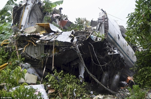 Tai nạn máy bay Nam Sudan: bé gái 14 tháng tuổi sống sót thần kì