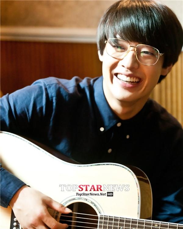 Tan chảy trước nụ cười vạn người mê của mĩ nam Hàn