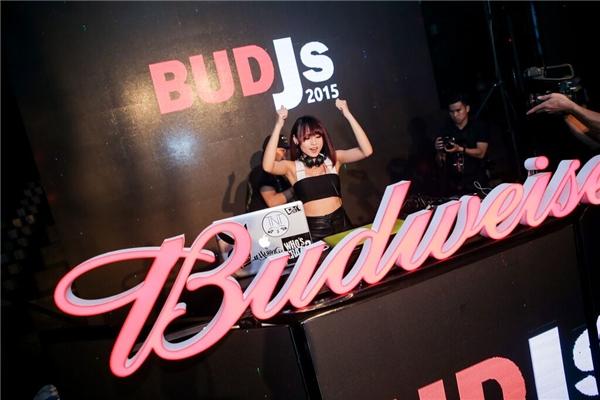 TyTy đã có một đêm diễn tuyệt vời tại lâu đài Budweiser đêm 31/10 vừa rồi.
