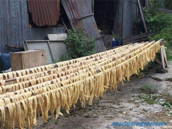 Váng đậu được sản xuất ở nơi mất vệ sinh. (Ảnh: Internet)
