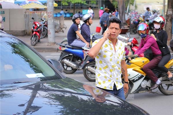 Chiều 4/11, nam diễn viên Bình Minh đã có chuyến thăm động viên tinh thần gia đình diễn viên Nguyễn Hoàng. - Tin sao Viet - Tin tuc sao Viet - Scandal sao Viet - Tin tuc cua Sao - Tin cua Sao