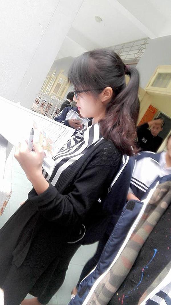 Các bạn học sinh dường như rất thích chụp trộm những khoảnh khắc đáng yêu của cô giáo. (Ảnh: Internet)