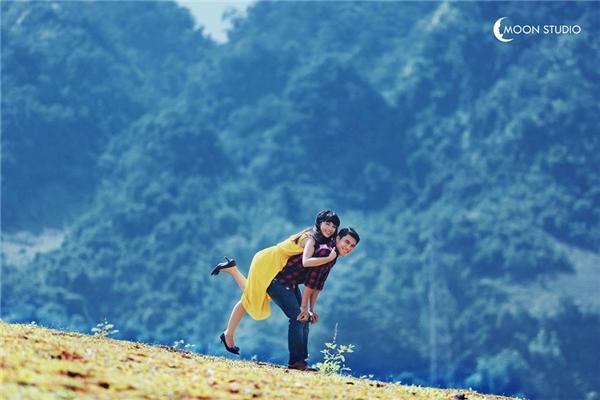 Bộ ảnh cưới của cặp đôi đáng yêu này được thực hiện tại Mộc Châu khiến nhiều bạn trẻ thích thú. (Ảnh: Internet)