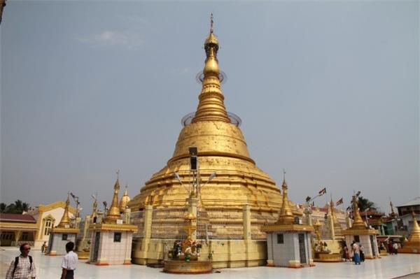 Cũng là một ngôi chùa nổi tiếng nằm của Yangon, Botataung có tuổi đời lên đến 2.500 năm, nổi bật nhất bờ sông cùng tên nhờ vào bảo tháp vàng cao 40m.(Ảnh: Internet)