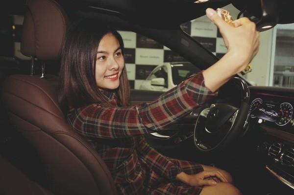 Vân Trang thích thú selfie cùng xe mới. - Tin sao Viet - Tin tuc sao Viet - Scandal sao Viet - Tin tuc cua Sao - Tin cua Sao