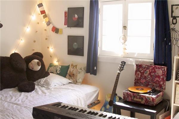 Những nhạc cụ đa dạng này cũng chính là đồ dùng học tập để phục vụ chuyên ngành âm nhạc mà Xuân Nghi theo học tại trường. - Tin sao Viet - Tin tuc sao Viet - Scandal sao Viet - Tin tuc cua Sao - Tin cua Sao