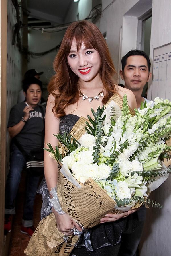 Và Hari Won đảm nhận vai trò MC liveshow của Trường Giang. - Tin sao Viet - Tin tuc sao Viet - Scandal sao Viet - Tin tuc cua Sao - Tin cua Sao