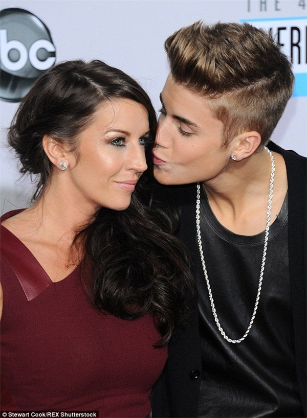 Justin Bieber cùng mẹ