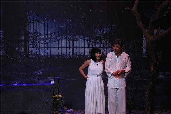 Chàng MC 8X và cô Chanh nhập vai một đôi vợ chồng âm dương cách biệt vì người chồng giã từ trần thế từ lâu. - Tin sao Viet - Tin tuc sao Viet - Scandal sao Viet - Tin tuc cua Sao - Tin cua Sao