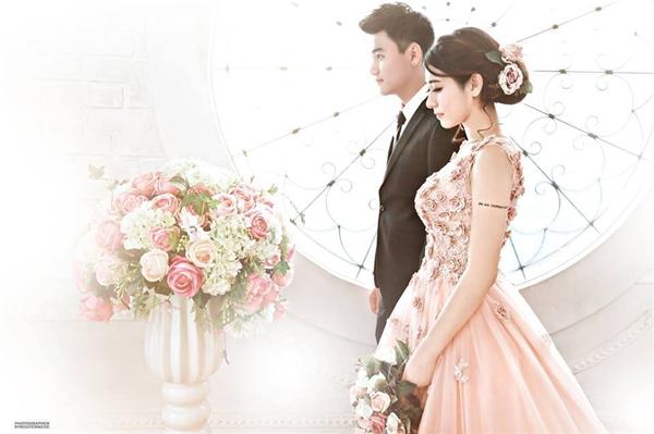 Bộ ảnh cưới đẹp long lanh củaTrang Lou - Tùng Sơnkhiến nhiều người ngơ ngẩn.(Ảnh: Internet)