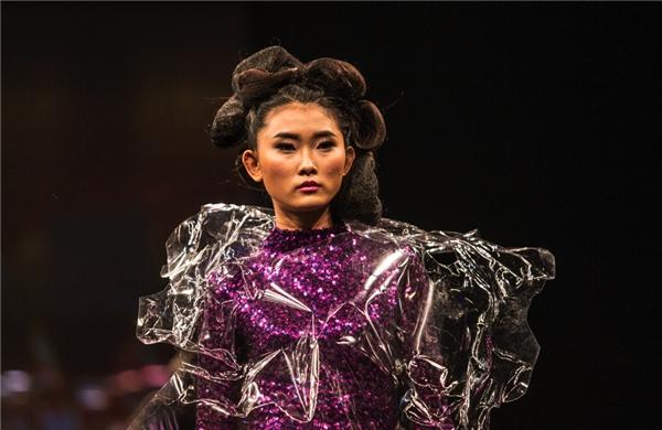 Kim Nhung - gương mặt mới sáng giá trên sàn diễn và những tạp chí thời trang cao cấp.