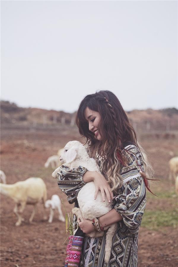 Bích Phương bất ngờ hóa cừu sau khi bị… trai đẹp hôn trộm - Tin sao Viet - Tin tuc sao Viet - Scandal sao Viet - Tin tuc cua Sao - Tin cua Sao