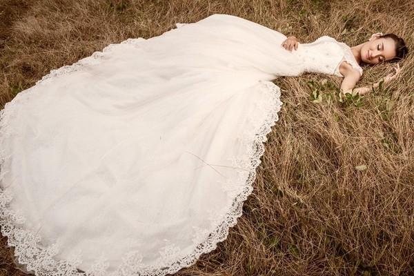 Lê Thúy xinh đẹp rạng rỡ trong chiếc váy cưới bồng bềnh trắng muốt. - Tin sao Viet - Tin tuc sao Viet - Scandal sao Viet - Tin tuc cua Sao - Tin cua Sao