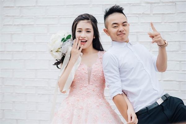 Trước khi đi đến hôn nhân, Phúc Bồ (PB Nation) và Hồng Anh đã có khoảng thời gian 3 năm tìm hiểu và yêu nhau. - Tin sao Viet - Tin tuc sao Viet - Scandal sao Viet - Tin tuc cua Sao - Tin cua Sao