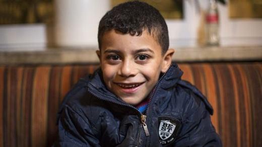 Cậu bé dũng cảm Azam. (Ảnh: BBC)