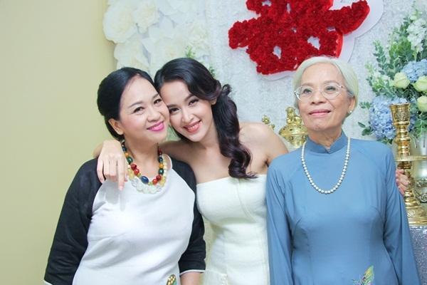 Cô dâu Tú Vi diện váy trắng cực xinh trong ngày trọng đại - Tin sao Viet - Tin tuc sao Viet - Scandal sao Viet - Tin tuc cua Sao - Tin cua Sao