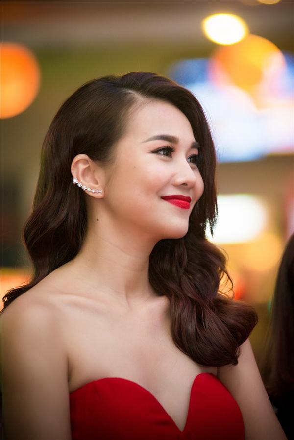 Cận cảnh nhan sắc rạng ngời của nữ giám khảo Vietnam's Next Top Model. - Tin sao Viet - Tin tuc sao Viet - Scandal sao Viet - Tin tuc cua Sao - Tin cua Sao