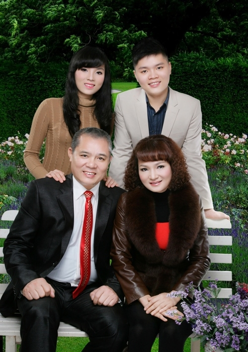 Tuấn Linh luôn bên cạnh hỗ trợ, ủng hộ em gái nhỏ.