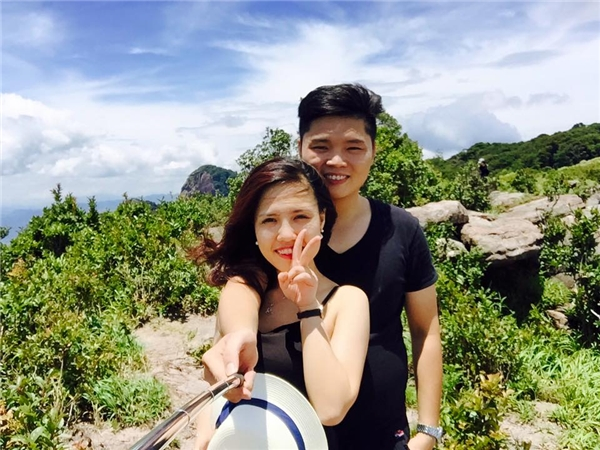 Cùng chung sở thích du lịch, khám phá, cặp đôi đã cùng nhau tạo nên rất nhiều kỉniệm đẹp trong những chuyến đi phượt với bạn bè.