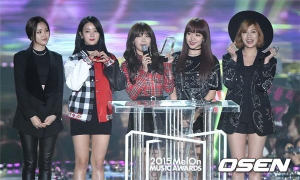 """Yoona khoe vẻ quyến rũ """"chết người"""" tại lễ trao giải Melon Music Award 2015"""