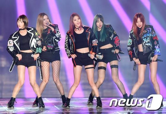 Dù Ah Yeah không được đánh giá cao so với Up&Down nhưng EXID vẫn giành về giải MBC Music Star Award.