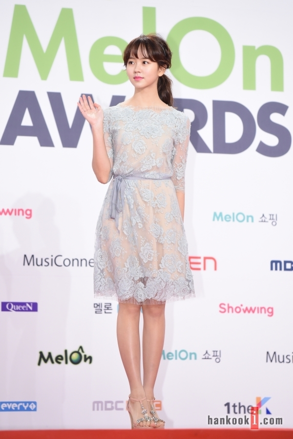 Sao nhí Kim So Hyun tham dự với tư cách MC đặc biệt của lễ trao giải.